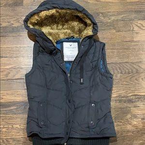 American Eagle Fur Trim Puffer Vest. Size Small.